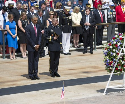 Obama commemorates last Memorial Day as president