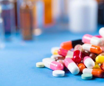 Venezuela OKs accepting foreign help for medicine shortage
