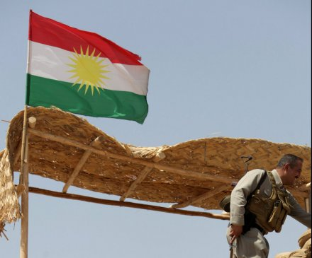 Kurds raise oil funds for refugees