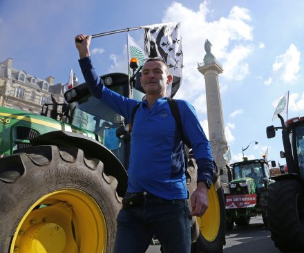 Tractors take over Paris in farmers' protest