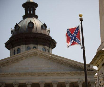 South Carolina Senate votes to remove Confederate flag