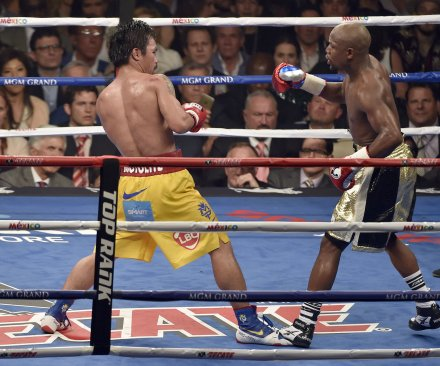 Floyd Mayweather defeats Manny Pacquiao by unanimous decision