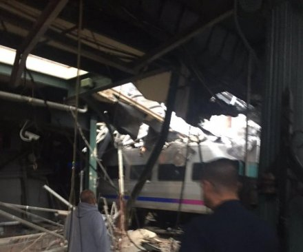 N.J. Gov. Chris Christie calls deadly commuter train crash 'tragic accident'