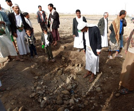 Foreign diplomats evacuate Yemen as Saudi-led airstrikes increase