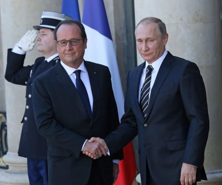 Putin, Hollande agree to share intelligence against Islamic State