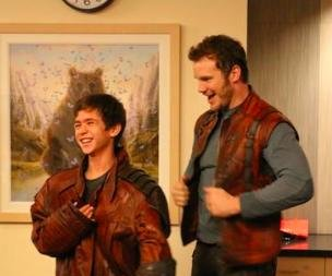 Chris Pratt visits Children's Hospital in 'Guardians' costume