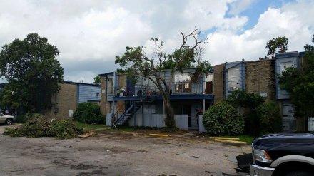 Eight dead, 12 missing in Texas, Oklahoma flooding