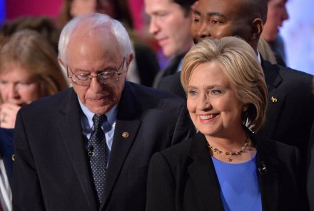 In debate, Sanders and Clinton appeal to minorities, women, seniors