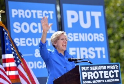 Elizabeth Warren continues chanting: 'The game is rigged'
