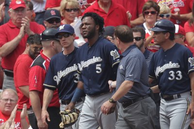 Milwaukee Brewers collect 17 hits in win over Philadelphia Phillies