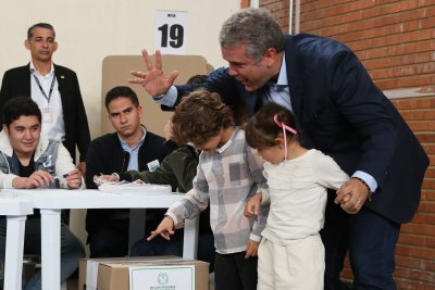 Colombia presidential election heads to runoff