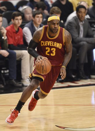 LeBron scores 32, Cavs make record 19 3-pointers in rout of Hawks