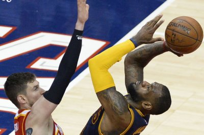 James powers Cleveland Cavalieers over Atlanta Hawks in OT