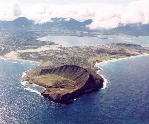 U.S. Marine dead after boat capsizes in Hawaii