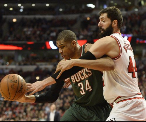 Giannis Antetokounmpo leads Milwaukee Bucks to 4th straight win