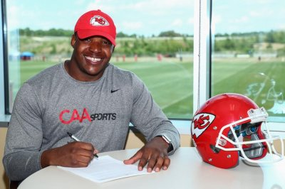 Kansas City Chiefs sign second-round pick Breeland Speaks