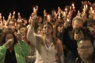 Thousands at vigil honor limo crash victims; NTSB probing cause