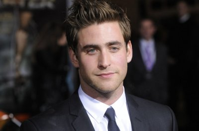 'Hill House' actor Oliver Jackson-Cohen lands lead in 'Invisible Man'
