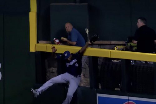 Brewers' Lorenzo Cain steals homer from Diamondbacks