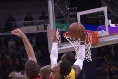 Lakers' LeBron James mimics NFL wide receiver during fast-break score