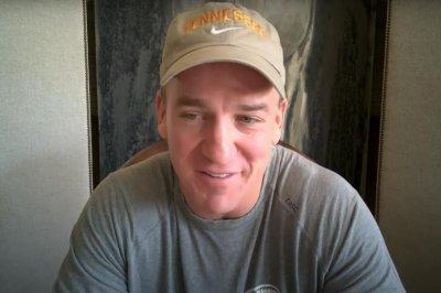 Peyton Manning trash talks Tom Brady before May 24 golf match