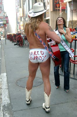 Naked Cowboy: Ohio show must go on