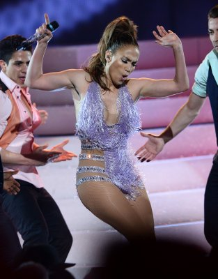 Jennifer Lopez drops F-bomb on 'American Idol'