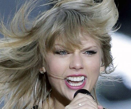 Taylor Swift's 'Blank Space' is No. 1 on the U.S. record chart for a second week