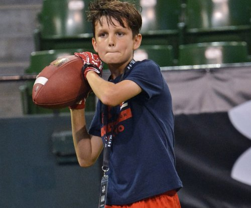Jack Brady mimics All-Pro dad Tom Brady at Asian football camp