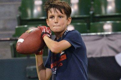 Jack Brady mimics All-Pro dad Tom Brady at Asian football camp