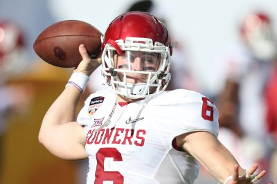 Baker Mayfield passes No. 7 Oklahoma Sooners past UTEP Miners