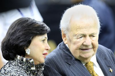 New Orleans Saints owner Tom Benson still hospitalized, but improving