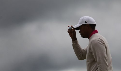 Woods takes lead at Torrey Pines