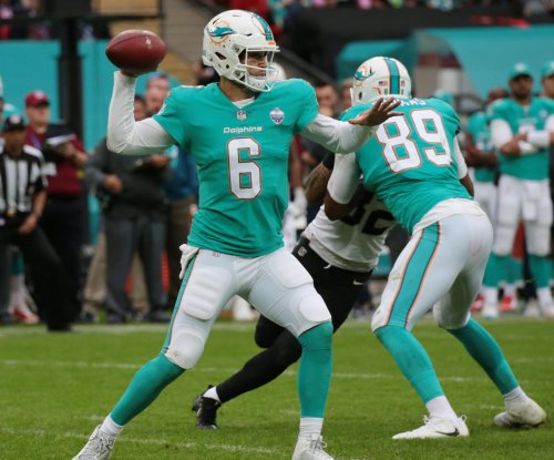 Jay Cutler: Miami Dolphins QB shows no effort during 'wildcat' play