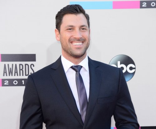 Maksim Chmerkovskiy apologizes to Vanessa Lachey for 'DWTS' absence