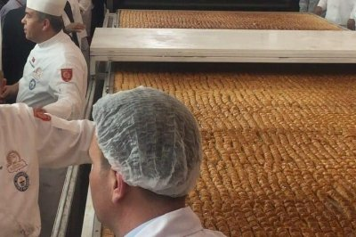 Turkish chefs cook up 1,135-pound baklava for Guinness record
