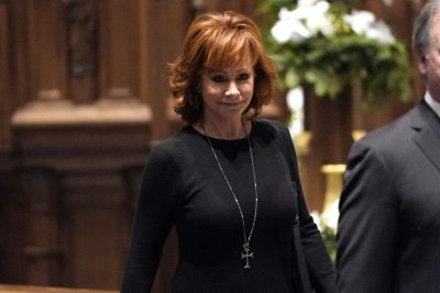 Reba McEntire, Oak Ridge Boys perform at George H.W. Bush funeral