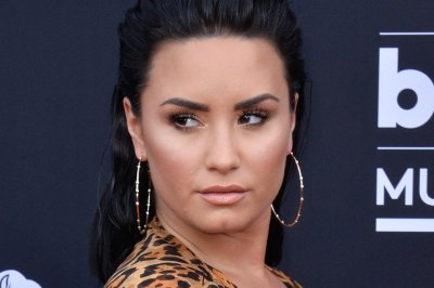 Demi Lovato to host E! People's Choice Awards on Nov. 15
