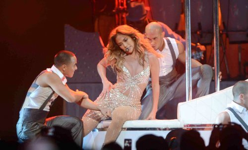 Jennifer Lopez to sing at Celebrity Fight Night XIX