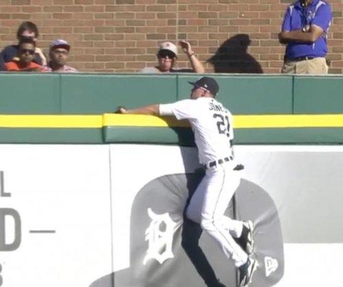 Tigers' JaCoby Jones robs Rangers' Adrian Beltre of homer