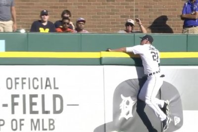 Tigers' JaCoby Jones robs Rangers' Adrian Beltre of homer