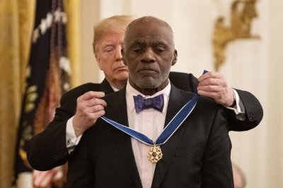 Trump honors Alan Page, Elvis, 5 others with Medal of Freedom