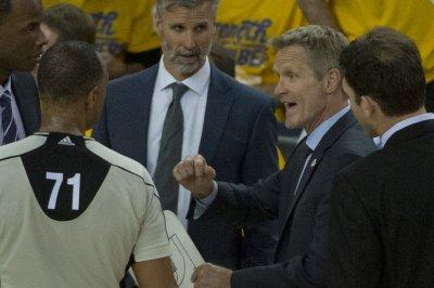NBA fines Golden State Warriors' Steve Kerr $25K after incident with refs