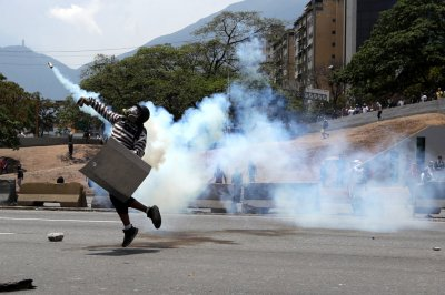 Opposition leader Guaido calls for strike to force Maduro out