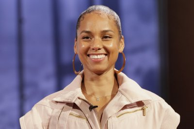 Alicia Keys celebrates 40th birthday with family, friends: 'What a night!'