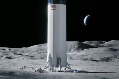 Government watchdog denies protests of SpaceX's lunar lander contract