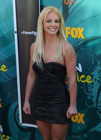 Spears, Iglesias to tour together