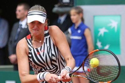 Kristina Mladenovic earns first title at St. Petersburg