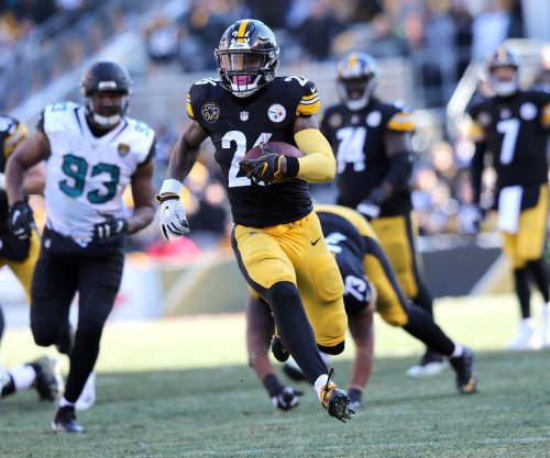 Steelers place franchise tag on RB Bell again