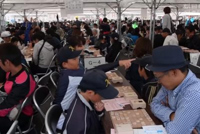 4,724 Shogi players break world record in Japan
